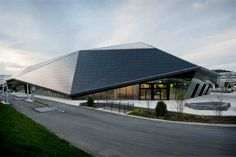 Umwelt Arena. Crystalline roof structures with photovoltaic systems