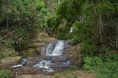 Cachoeira escondida. Depois de uma semana de chuvas, a cachoeira estava límpida e calma. Região de Pires, Juiz de Fora, Minas Gerais, Brasil.