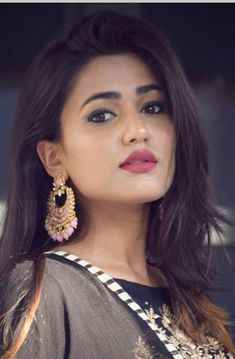 Tik Tok star: which becomes famous on tik tok. Beautiful Girl Photo, Beautiful Girl Indian, Most Beautiful Indian Actress, Bollywood Actress Hot Photos, Beautiful Bollywood Actress, Beautiful Actresses, Beauty Full Girl, Cute Beauty, Beauty Women