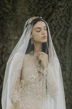 Anna Romantic Golden Chantilly Lace Drop Veil