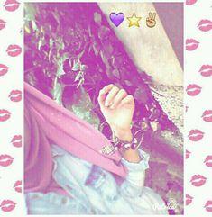 Dpz for girls Cute Girl Photo, Girl Photo Poses, Girl Photography Poses, Beautiful Girl Photo, Beautiful Hijab, Beautiful Hands, Stylish Girls Photos, Stylish Girl Pic, Hijabi Girl