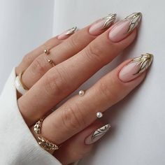 Best and Easy Nail Art Designs & Ideas for Beginners at Home: Below are the top different types of easy and simple nail art designs that you can try out for ... Chic Nails, Glam Nails, Dope Nails, Stylish Nails, Chic Nail Art, Fabulous Nails, Perfect Nails, Almond Nails Designs, Nail Tattoo