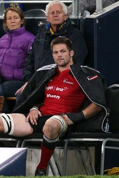 Richie Mccaw Photos - Super Rugby Rd 15 - Highlanders v Crusaders - Zimbio All Blacks Rugby Team, Rugby Sport, South Africa Rugby, Richie Mccaw, Dan Carter, God Of Football, Sports Mix, Super Rugby, Rugby World Cup