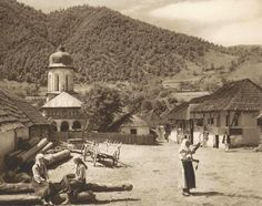 """Photos are taken from the book """"Romania: nature, buildings, folk life"""" Kurt Hielscher , Leipzig, with a preface signed Octavian Goga. Romania People, Rural House, Europe, White Horses, Dark Ages, Traditional House, Old Photos, Old Things, Outdoor"""