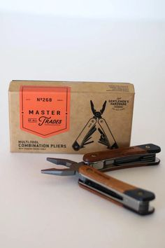 Plier multi-tool with 12 functions featuring wirecutters, knife & screwdrivers.