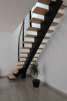 67 New Ideas For Floating Stairs Decor Small Space Staircase, Staircase Design Modern, Home Stairs Design, Modern Stairs, Railing Design, Interior Stair Railing, Stair Decor, Tiny House Stairs, Escalier Design
