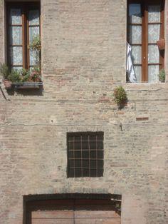 Face - adorable Italian house Italian Houses, Garage Doors, Exterior, Outdoor Decor, Face, Ideas, Home Decor, Arquitetura, Decoration Home