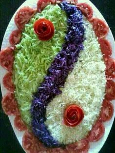 Pretty presentation of a lovely salad ~ Salad Decoration Ideas, Vegetable Decoration, Salad Design, Food Design, Cute Food, Yummy Food, Creative Food Art, Food Carving, Vegetable Carving