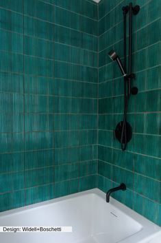 This amazing glass shower is undeniably a striking design concept. Small Bathtub, Small Bathroom, Master Bathroom, Bathroom Ideas, Shower Ideas, Bathroom Bin, Diy Shower, Washroom, Bathroom Inspiration