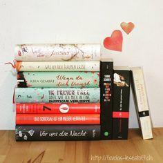 Am heutigen Valentinstag und im Rahmen der #herzenstage zeige ich euch meine zehn Herzensbücher. In jedem von ihnen steckt eine große Portion Gefühle. Mehr zu den Büchern findet ihr auf meinem Blog (Link in der Bio). Was sind eure Herzensbücher?  #Liebesgeschichten #Lieblingsbücher #Lesehighlight @loewe.verlag @sfischer_hundertvierzehn @wasunsbleibtistjetzt @bettinabelitz