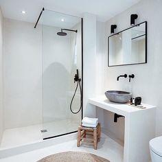 Home Interior Hamptons .Home Interior Hamptons Minimalist Bathroom, Modern Bathroom, Small Bathroom, Bathroom Canvas, Bathroom Layout, Bad Inspiration, Bathroom Inspiration, Interior Simple, Interior Ideas