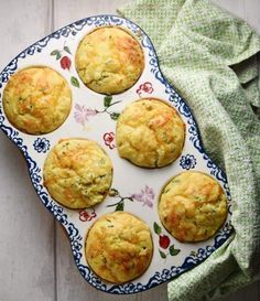These savoury, super fluffy cauliflower muffins are made using cauliflower rice, a moderate amount of cheese, nutritious kefir and fresh chives. They make a delicious snack, lunchbox idea or savoury veggie breakfast. Cauliflower Muffins, Cauliflower Recipes, Cauliflower Rice, Savory Muffins, Savory Breakfast, Healthy Muffins, Yummy Snacks, Healthy Snacks, Easy Lunch Boxes