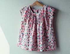タックフレンチブラウス1 たFU-KOさんの「作ってあげたい、女の子のお洋服」より、タックフレンチ ブラウスをサイズ130で