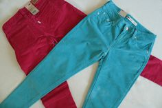Размер 26 (ОТ66 ОБ93). Фирменные голубые вельветовые брючки Levis. Полное название Levis womens legging cordoroy skinny pants 1997-0120 blue W26. Яркие, мягкие и удобные! Стоимость 4000