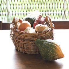 秋も深まってきて、衣替えと同時に部屋の模様替えもして気分を変えるのもいいですよね。  秋といえば収穫の秋! 野菜やくだものなどの整理に素敵なバスケットでストックしておくのもいいですね。  最近は野菜が高騰していますので、まとめ買いをする機会があるかもしれませんね。  アラログバスケットは丈夫なので、長くご使用できる一品になります。   「アラログ 2ハンドルバスケット」  http://kanden43.tokyo/shopdetail/000000000107/    #アラログ  #バスケット  #ストックバスケット  #ナチュラル  #ナチュラル雑貨  #もうすぐ紅葉狩りですね