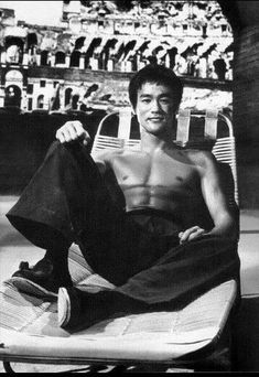 mytessia: 😙 Bruce Lee al Colosseo, Roma Bruce Lee Art, Bruce Lee Martial Arts, Ben Bruce, Brandon Lee, Way Of The Dragon, Enter The Dragon, Eminem, Bruce Lee Pictures, Bruce Lee Family
