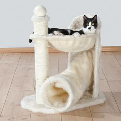 Allow your cats natural scratching instincts to flourish with this Gandia scratching post from Trixie. Multiple platforms and scratching posts will keep your cats off your carpets and furniture and preoccupied.