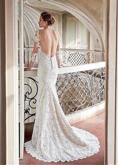 Elegant Tulle & Satin V-Neck Sheath Wedding Dresses With Lace Appliques