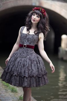 "This dress is Gothic Lolita, but it should never ever be worn without a blouse. Original: ""Gothic Lolita dress by indie brand 4 O' Clock I want to look into this brand now! Moda Lolita, Lolita Mode, Steampunk Wedding, Gothic Wedding, Mori Girl, Lolita Fashion, Gothic Fashion, Harajuku, Gothic Mode"