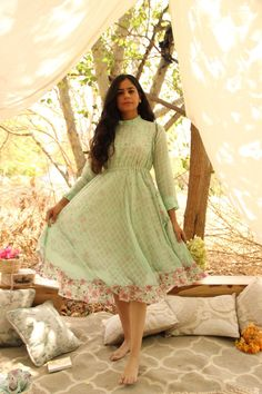 Every time this flared A-line Dress is flaunted, the glamour of the lives on through your look! Beautiful Mint Green Self Check fabric hosts these printed daisies dress and frilled neckline, sleeves and hemline, creating a nostalgic vibe full of radi Poppy Dress, Daisy Dress, Floral Midi Dress, Midi Dresses, Green Dress Outfit, Kurta Designs, Dress Designs, Lehenga Designs, Frock For Women