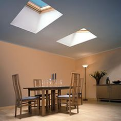 Roof windows in flat ceiling