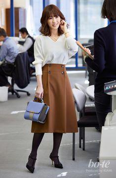 5b9c9936d7356 Aラインスカートが主役の正統派コーデは、デザイン小物でチャーミングに  2月27日 |bo-te(ボーテ)