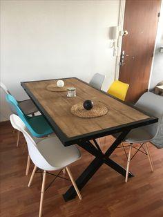 Table industrielle, salle à manger industrielle  Chaises style eames