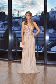 detailreiches Abendkleid in Gold, Ballkleid von Steinecker Prom Dresses, Formal Dresses, Gold, Style, Fashion, Environment, Gown Dress, Bridle Dress, Dresses For Formal