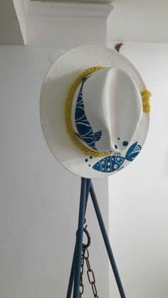 Sombreros peces Painted Hats, Painted Clothes, Hand Painted, Summer Diy, Summer Hats, Hat Decoration, Diy Hat, Diy Hair Accessories, Fabric Bags