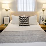 Cozy Small Bedroom Tips: 12 Ideas to Bring Comforts into Your Small Room Cozy Small Bedrooms, Small Bedroom Interior, Small Master Bedroom, Small Bedroom Designs, Cozy Bedroom, Guest Bedrooms, Modern Bedroom, Bedroom Decor, Bedroom Ideas