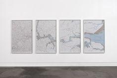 """Helen Pynor """"Thames"""" (2010) Mapas de papel recortados a mano. Medidas: 150x95 cm c.u."""