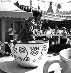 Here you will find a collection of photographs, videos, and other random things related to Vintage Disney Parks! We try to have everything sourced, so please leave it that way! Disneylândia Vintage, Disney Vintage, Retro Disney, Vintage Disneyland, Tokyo Disneyland, Disneyland Resort, Vintage Theme, Disneyland History, Vintage Teacups