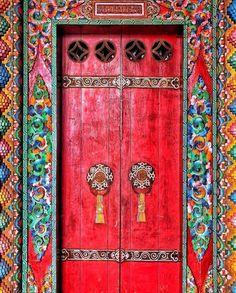 ideas for open red door colour Cool Doors, Unique Doors, Entrance Doors, Doorway, Nepal Tibet, Ethno Design, Indian Doors, Porte Cochere, When One Door Closes