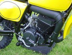 Suzuki Dirt Bikes, Suzuki Motocross, Motocross Bikes, Vintage Motocross, Youth Dirt Bikes, Cars And Motorcycles, Racing, Memories, Classic