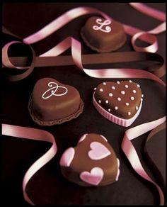 Heart fondant chocolate cakes - Heart-shaped food