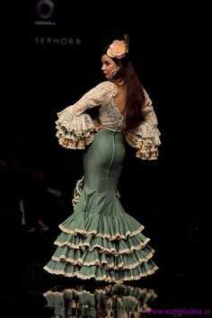 Wappíssima - Simof 2011 - Aurora Gaviño - Colección: CRISOL-Amalgama Flamenca Flamenco Costume, Flamenco Dancers, Dance Costumes, Flamenco Dresses, Spanish Dress, Spanish Style, Spanish Fashion, Moda Boho, Dance Fashion