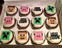 Minecraft Cupcakes!    For more Minecraft gift ideas visit http://www.minecraftcostumes.com