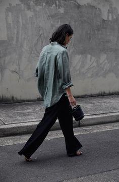 Khaki linen shirt | Black pants | Simon Miller bag | Australian fashion blogger | Street Style | HarperandHarley