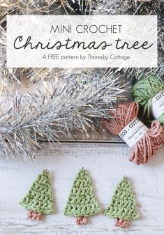 christmas tree garland Adorable and free pattern for a little crochet Christmas tree ornament. This little tree can be used to hang on the tree, make a festive crochet garland or to decorate Christmas presents. Great project for beginners. Crochet Christmas Garland, Crochet Garland, Christmas Tree Garland, Christmas Tree Pattern, Christmas Applique, Crochet Ornaments, Christmas Crochet Patterns, Holiday Crochet, Mini Christmas Tree