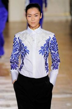 Embroidery Became Embellishment Fashion Trends in 2012 United Nude, Fashion Details, Fashion Design, Modern Fashion, Fashion Outfits, Womens Fashion, Fashion Trends, Lesage, Catwalk Fashion
