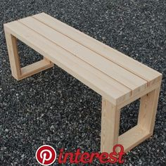 Simple DIY bench for small entrance area (with free plans) - Manzanita manufactureWould you like to learn how to build a DIY bank? Watch this video and get the free wooden bench plans so you Diy Outdoor Furniture, Diy Furniture Projects, Diy Pallet Projects, Woodworking Projects Diy, Woodworking Furniture, Garden Furniture, Rustic Furniture, Modern Furniture, Inexpensive Furniture