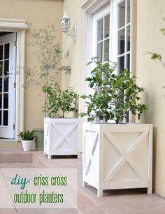 DIY Criss Cross Outdoor Planters - rugged-life.com