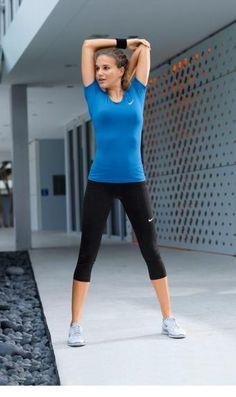 Perfekt in shape – so präsentiert sich das sportliche Duo aus Funktionsshirt und -Tight von Nike.