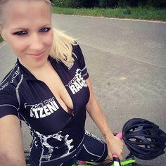 ..on tour#sexycyclingcalendar #atzenirace #atzeniracepower #feierabend #tour #meridabikes #womanonbikes #womencycling #moonsbreakfast #realbikers #sexycycyling ##cycling_queens #mtbqueens #kask_cycling #atzeniracecollectionbykristinatzeni #sportybabe #instabicycle #cyclinglife #cycling #garminau #ciclisimo #fitness #stravacycling #stravagirl