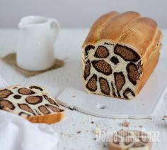 Хотите чего-нибудь более оригинального, чем торт «Зебра»? Встречайте: молочный леопардовый хлеб, потрясающее десертное блюдо.