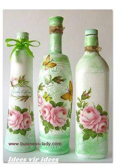 Resultado de imagem para how to fabric decoupage wine bottle Wine Bottle Art, Painted Wine Bottles, Diy Bottle, Wine Bottle Crafts, Bottles And Jars, Jar Crafts, Glass Bottles, Garrafa Diy, Motifs Roses
