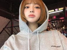 Fashion, wallpapers, quotes, celebrities and so much Short Hair Outfits, Girl Short Hair, Beautiful Girl Image, Beautiful Asian Girls, Cute Girls, Pretty Girls, Ulzzang Korean Girl, Uzzlang Girl, Korean Aesthetic