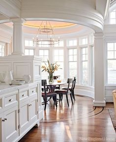 The angular coffered ceiling of the kitchen contrasts with the oval shape of the adjacent breakfast room. The angular coffered ceiling of the kitchen contrasts with the oval shape of the adjacent breakfast room. Küchen Design, Design Case, House Design, Design Layouts, Design Ideas, Design Blogs, Floor Design, Ceiling Design, Design Trends