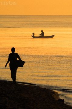 Lake Malawi Fisherman. BelAfrique your personal travel planner - www.BelAfrique.com