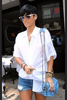 WWRD Online – What Would Rihanna Do? - Everything Rihanna since 2005 Pixie Styles, Short Styles, Short Straight Hair, Short Hair Cuts, Short Pixie, Black Girls Hairstyles, Straight Hairstyles, Rihanna Short Hairstyles, Rihanna Haircut